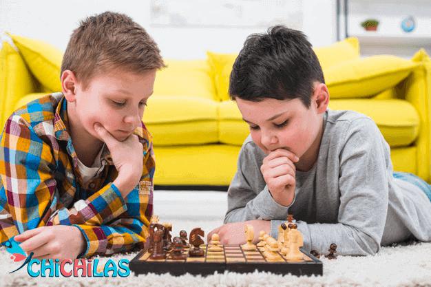 اسباب بازی مناسب - شطرنج برای کودک - سرگرمی - اسباب بازی - بازی مناسب کودک - چیچیلاس