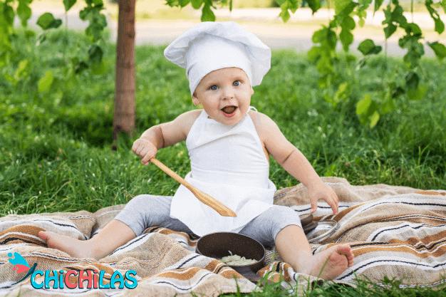 اسباب بازی کودک - کودک در آشپزخانه - بازی کودک با وسایل آشپزخانه