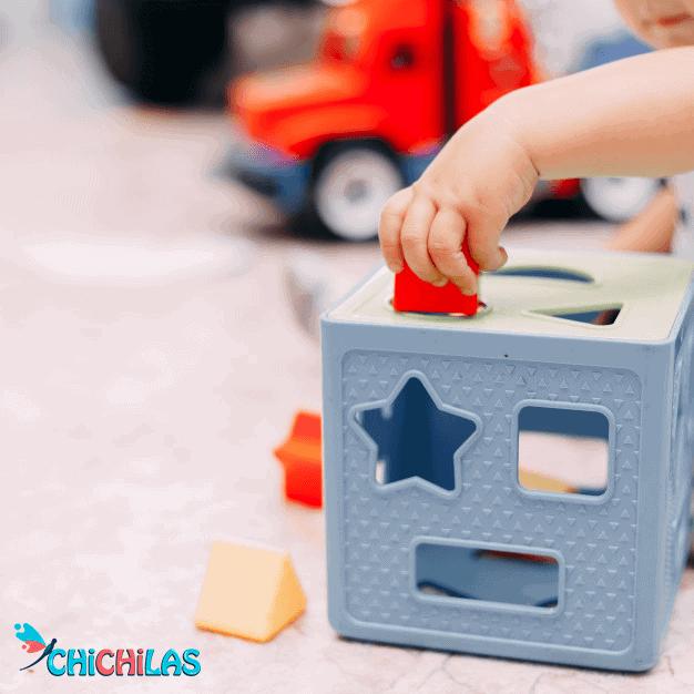 کودک 9 ماهه - کودک 12 ماهه - اسباب بازی مناسب کودک - چیچیلاس - سرگرمی کودک - فروشگاه عروسک - اسباب بازی فشاری - اسباب بازی اشکال