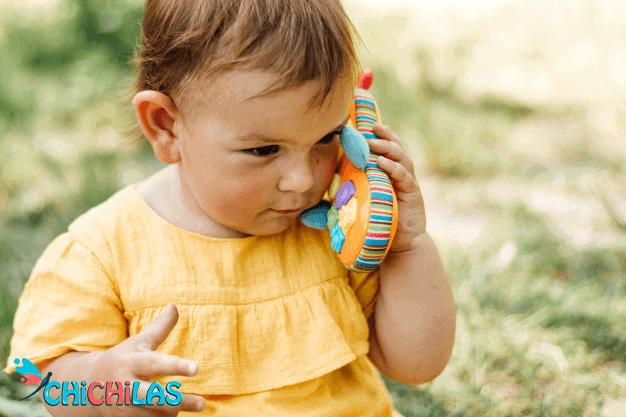 کودک 9 ماهه - کودک 12 ماهه - اسباب بازی مناسب کودک - چیچیلاس - سرگرمی کودک - فروشگاه عروسک - اسباب بازی تلفن - اسباب بازی موبایل