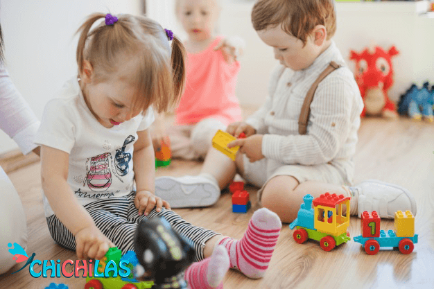 چیچیلاس - اسباب بازی - عروسک - فروشگاه چیچیلاس - کودک 18 ماهه - کودک 24 ماهه - فروشگاه عروسک - عکس بچه