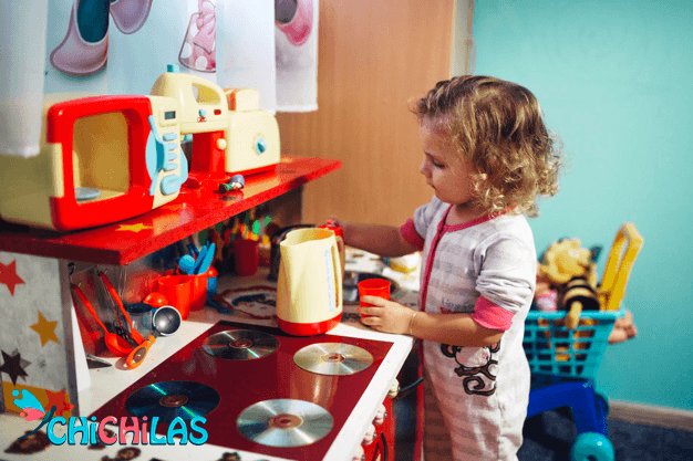 چیچیلاس - اسباب بازی آشپزخانه - عروسک - فروشگاه چیچیلاس - کودک 18 ماهه - کودک 24 ماهه - فروشگاه عروسک - عکس بچه