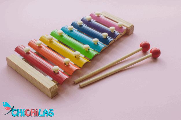 چیچیلاس - اسباب بازی گیتار - اسباب بازی موسیقی - هدیه کودک - فروشگاه چیچیلاس - کودک 18 ماهه - کودک 24 ماهه - فروشگاه عروسک - عکس کودک